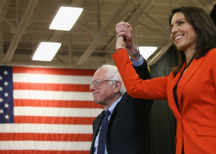 Gabbard and Sanders campaigning in Pennsylvania ahead of its primary in April 2016.