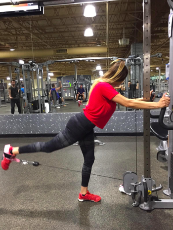 different reviewer using strap to do kick-backs on the cable machine