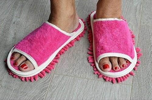 The dusting slippers in pink on feet