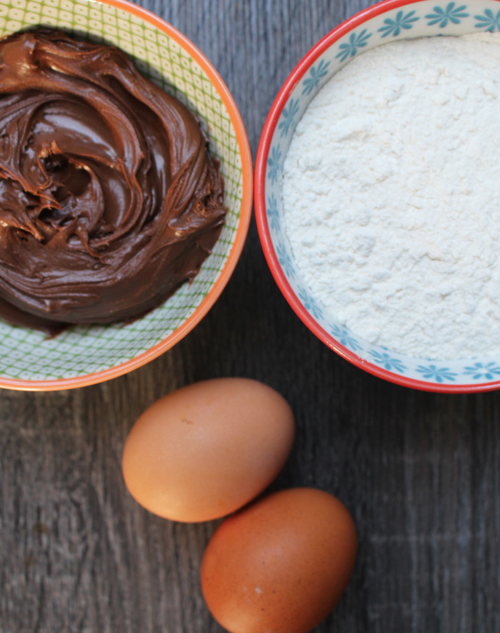 When baking for the holidays, it's always a good idea to have a great chocolate dessert in your arsenal. But could such a simple chocolate hazelnut cookie actually taste great?What you'll need: Eggs, chocolate hazelnut spread, and flour.