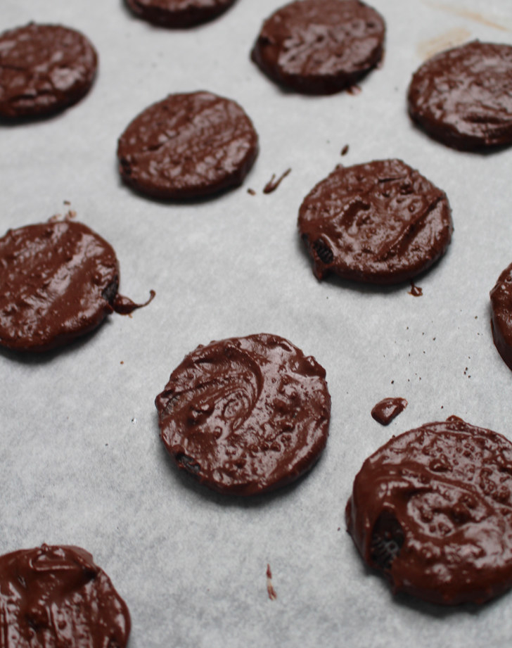 The result:  These came out a bit thicker than traditional Thin Mints, but they tasted shockingly similar. Just be careful you don't go overboard on the peppermint extract because the flavor is very strong and can easily overpower the chocolate.