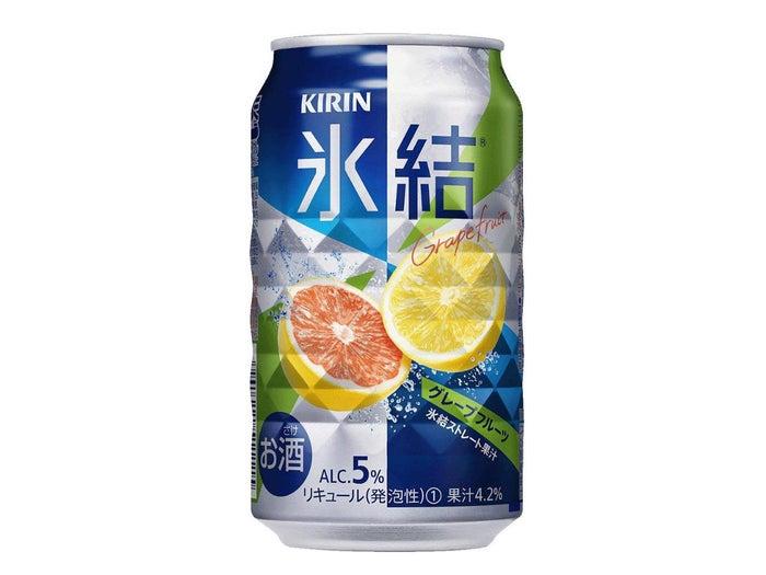 価格は24本入りで2689円。氷結スタンダードシリーズの定番チューハイ。ホワイトとルビーのグレープフルーツ果汁が使用されており、スッキリ感のある味わいが人気です。