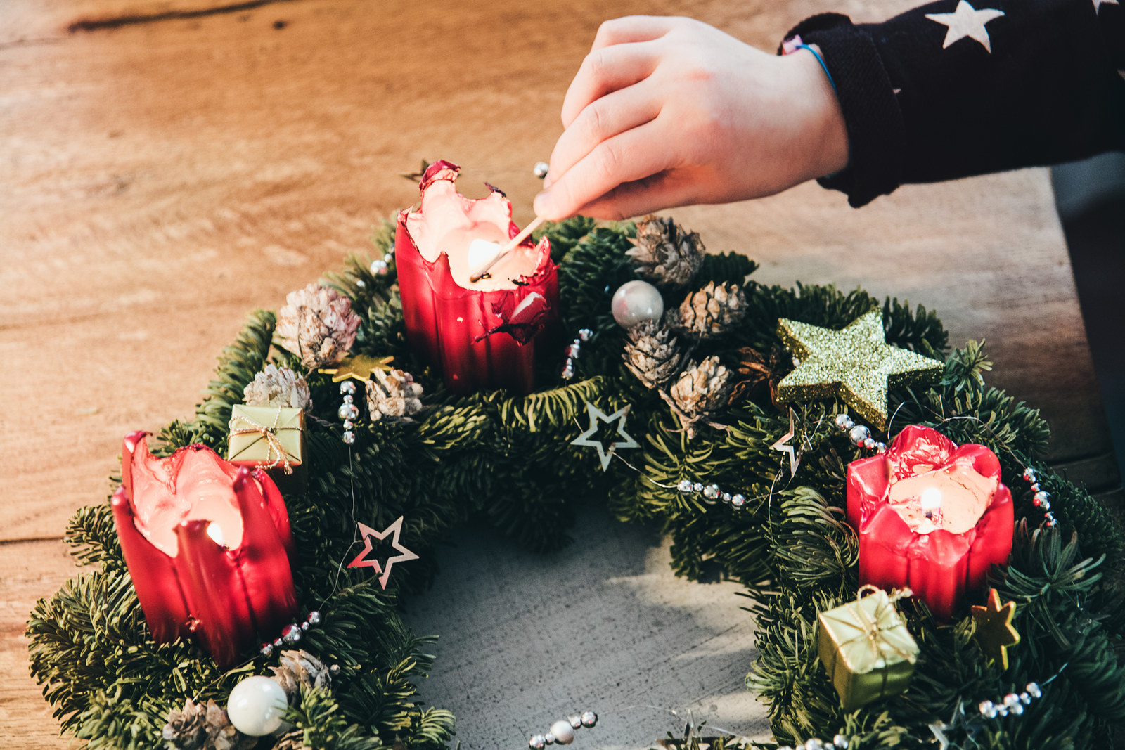 They usually sit on the living room table and are the perfect festive decoration for Advent season. Homemade wreaths are best as your neighbors will judge you heavily when they see you buying a *gasp* ready-made one at your local supermarket.