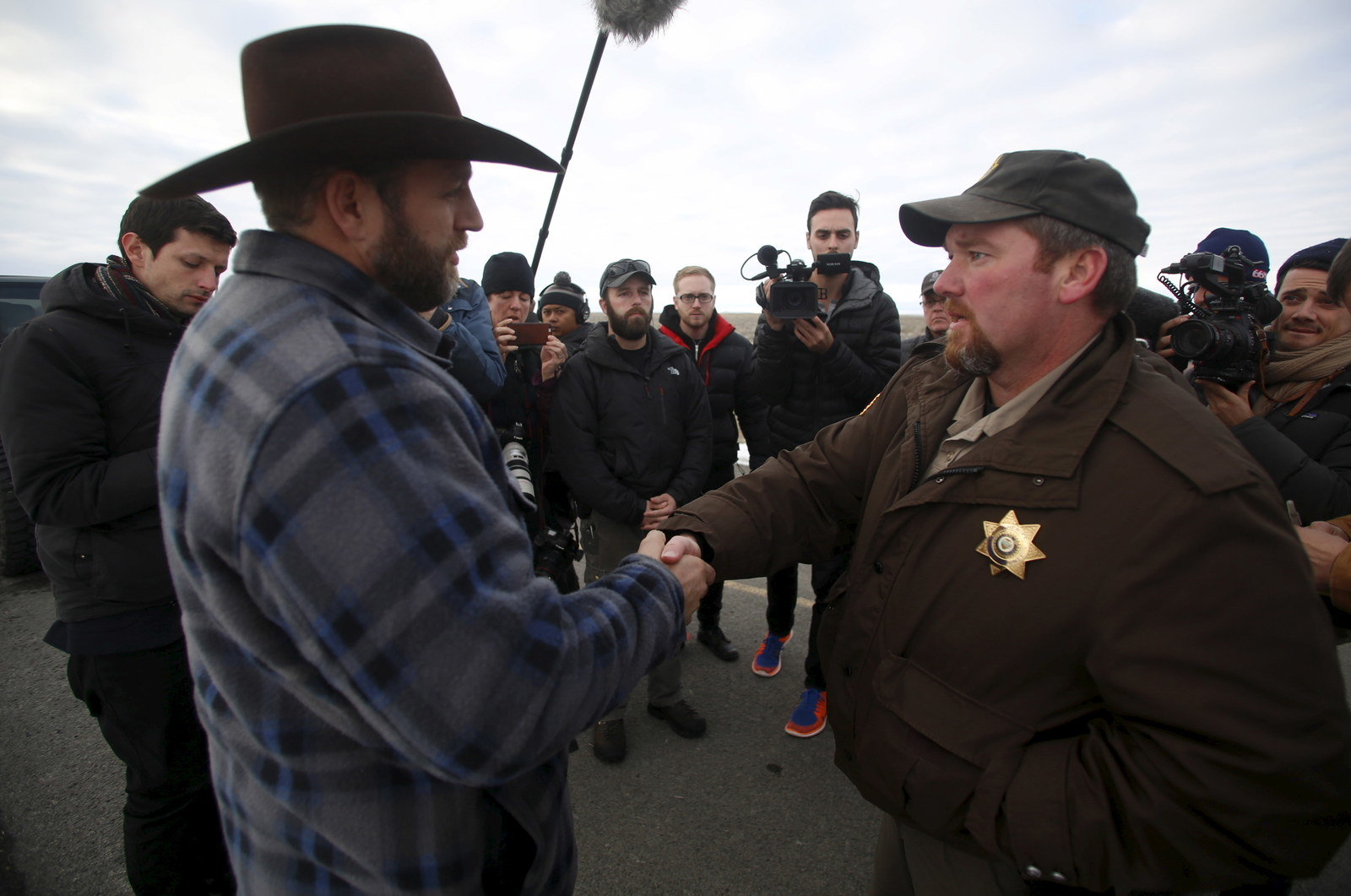 Ammon Bundy, left, meets with Harney County Sheriff David Ward near Burns, Oregon, in January 2016.