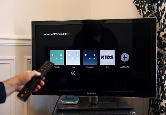 スマホ? それともPCでしょうか。実は、日本国内メンバーにおける50%がテレビ画面で視聴しているそう。世界的にも、テレビ視聴はモバイルデバイスの約2倍もあるのだとか。でもテレビで映画を観ると、実は画質が結構下がってしまうって知っていましたか?