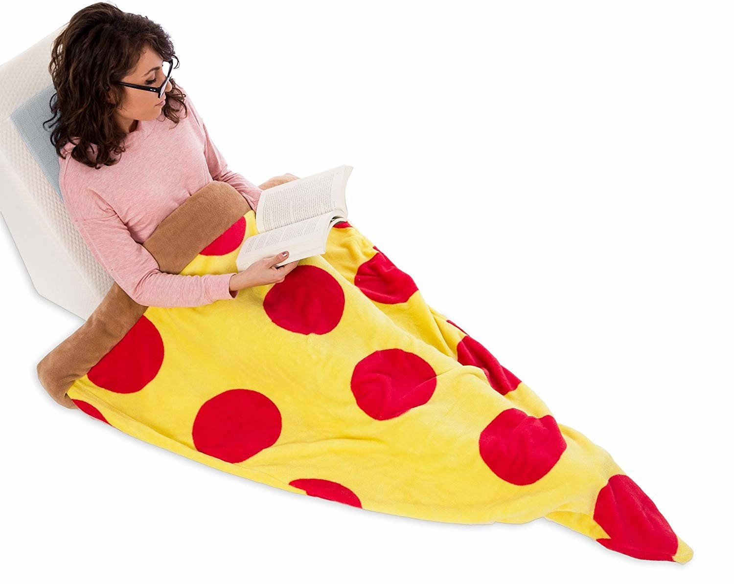 The blanket that looks like a slice of pepperoni pizza