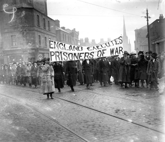 1921: Republicans protest in the streets of Dublin against the hanging of Irish Republican Army volunteers by the British government.