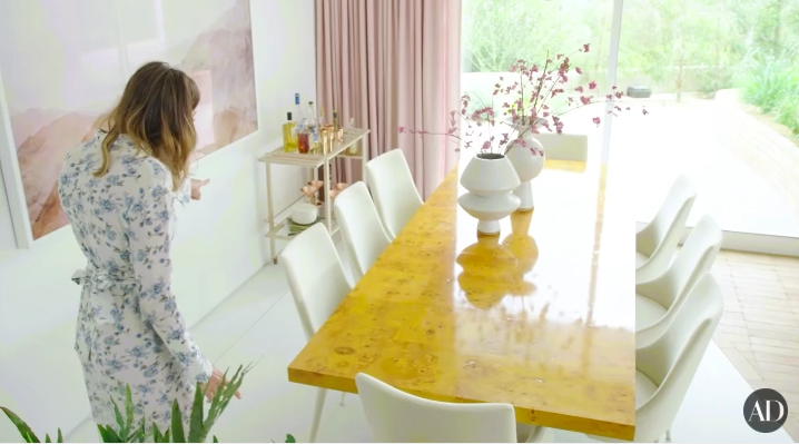And look how cute her dining room is!!! I'm a sucker for millennial pink.
