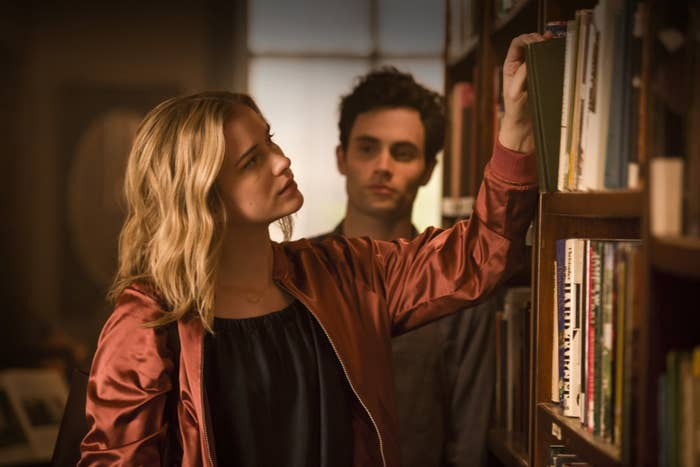 Beck (Elizabeth Lail) and Joe (Penn Badgley).