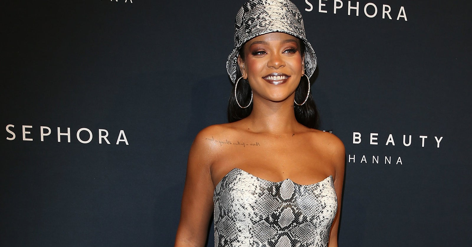 """Rihanna Is Suing Her Father Over The Use Of The """"Fenty"""" Name"""