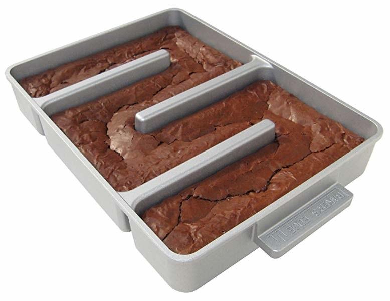 The Baker's Edge brownie pan