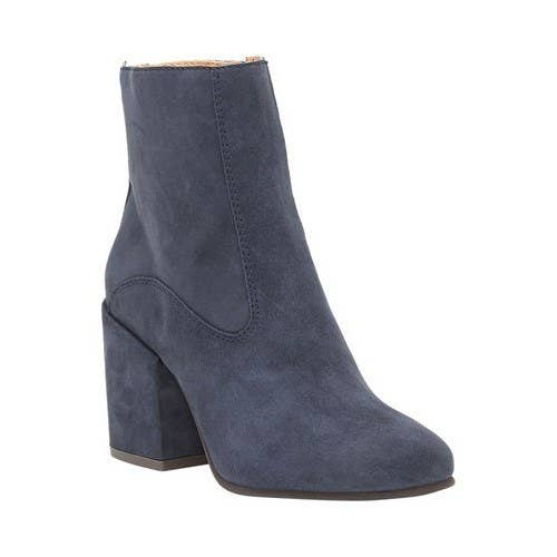 Available in women's sizes 5.5–10 and four colors.Price: $63.86 ($75.14 off the list price)