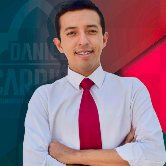 Cuando tomó posesión de su cargo tenía 25 años, por lo que se convirtió el presidente municipal más joven que ha tenido la entidad.