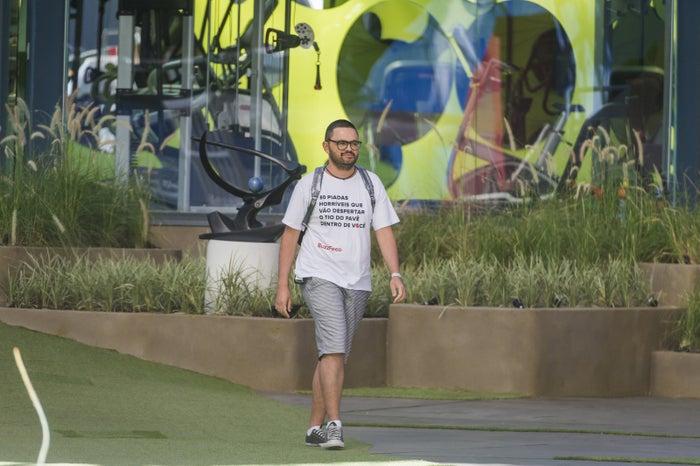 Esse sou eu entrando na casa do BBB com uma camiseta inspirada neste post.