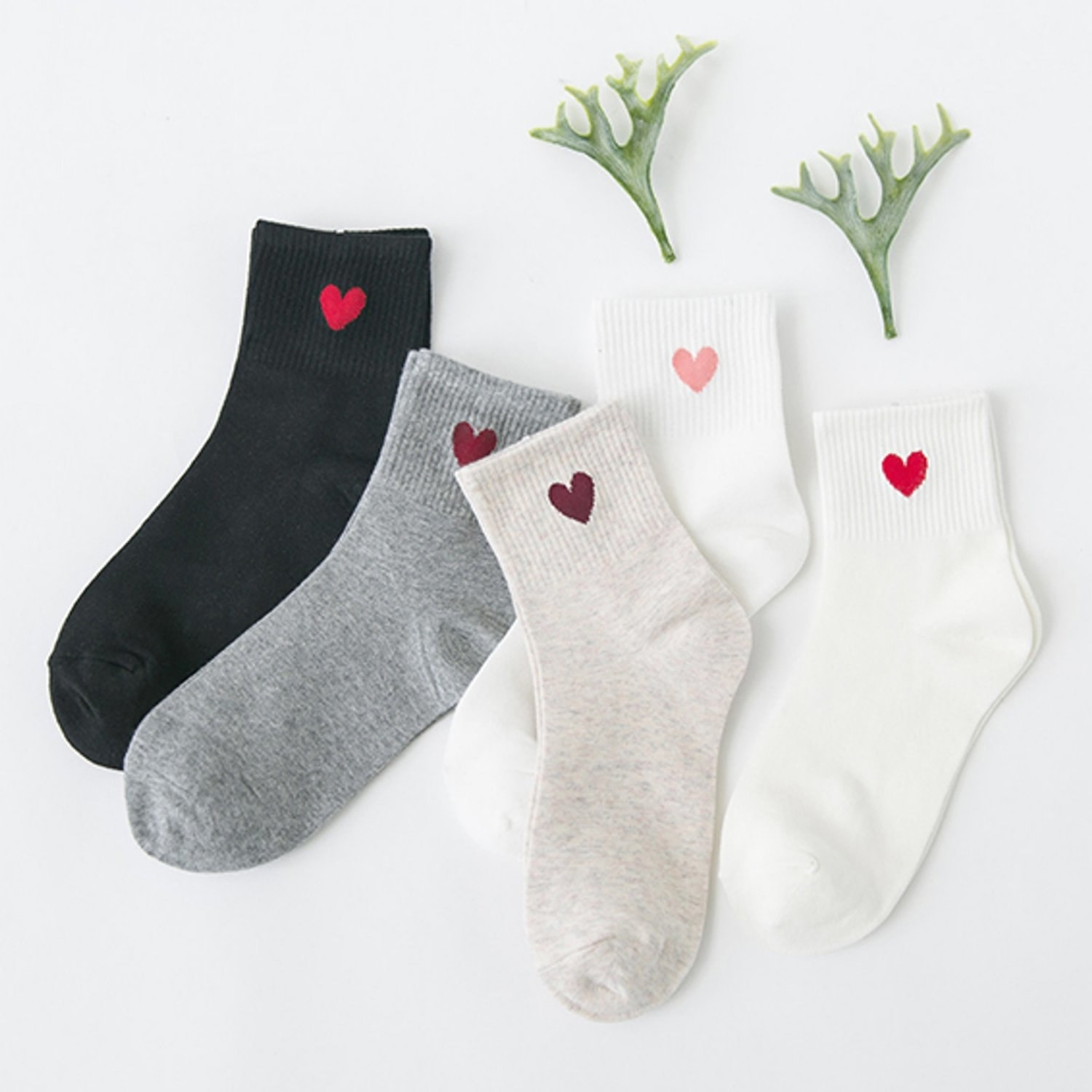 ankle socks with little hearts on ankle part
