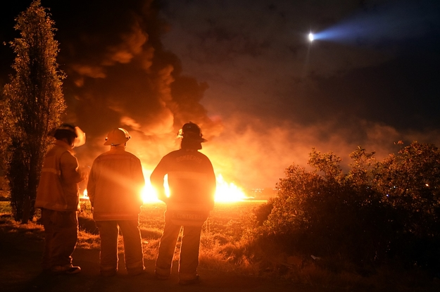 Mexican Troops Stood By As People Crowded To Steal Fuel From A Punctured Pipeline. Hours Later It Killed...