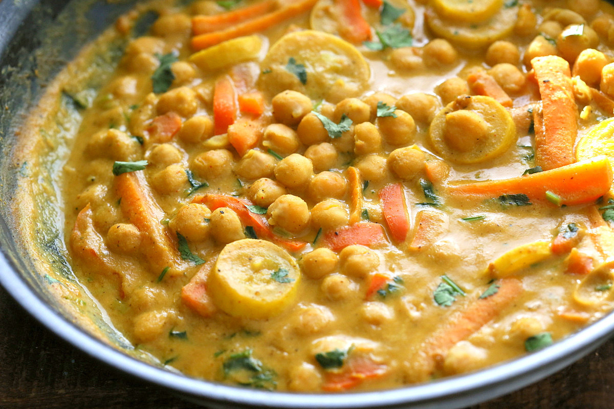 Every vegan diet should include some kind of curry dish as a regular staple, so get started with this recipe for a savory peanut butter dish.