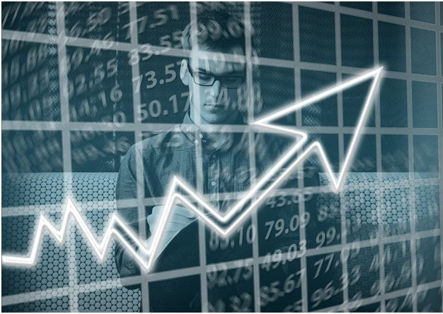 """Expert advisors that are capable of understanding market statistics, how the currencies are moving, and knowing where to trigger trades, are the ones who understand the needed strategies to minimize the risk of losses with your Forex broker. While there are various different strategies through which the forex trading advisors provide guidance to the investors, here are these 3 unique strategies which are """"tried and tested"""" forms of planning fruitful returns through automated trading.Let us discuss more about these 3 forex advisor strategies below:-1.Scalping Strategy- this strategy is effective for investors who desire regular profits no matter how small or big they are. Also known as a """"skimming"""" strategy, this is carried out in the forex market by """"going in and out of positions"""" several times throughout the day. It is based on real-time Forex market analysis which serves the purpose of providing regular benefits, even in small pips. This kind of investment is done by buying and selling currencies frequently without holding them for long periods of time. Expert advisors often us this strategy, because it works well in multiple sessions, and gives a very high winning percentage. The risk reward ratio is generally skewed, but for traders who want a consistent strategy, this is one.2.Martingale Strategy (Deemed as Dangerous)- While it may be a dangerous strategy based on how the investments are made, if you are lucky enough (and have a pocket full of money), you might even see '100% success rate' or profit in return of your investments. This theory is based on the probability game. It is dangerous because of the way it is strategized; it is a kind of mean reversion technique where a huge amount of money should be bored to gain the maximum benefits. Almost like gambling, this strategy requires you to endure the missed trades which can result in the bankruptcy of the entire account. Essentially, if you lose a trade, the martingale approach wants you to open another trad"""