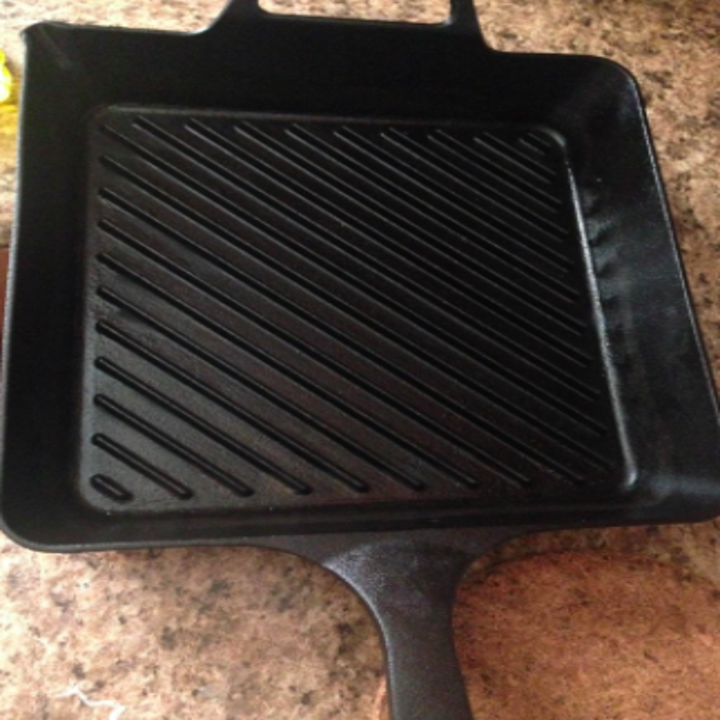 The same cast-iron pan with no burnt-on food.