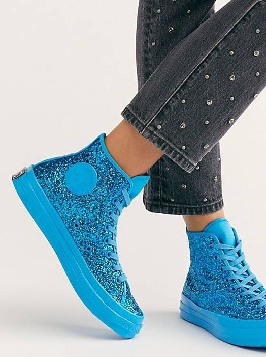 0f8cb54cc938 Glitter Converse that seem like the type of shoes mermaids would wear if  they had...what s that word again  Oh...feet.