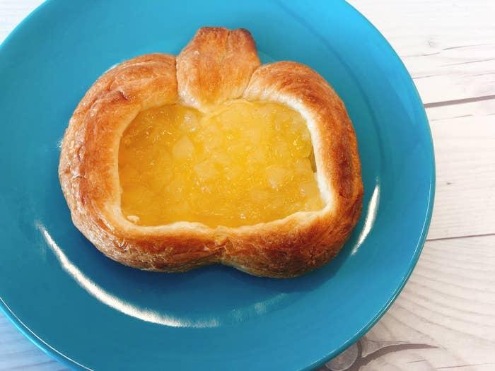 関東・甲信越・関西ブロックなどを制したのは、神戸屋の「まるでリンゴ」。リンゴの形をしたかわいいデニッシュです。りんごジャムには角切りリンゴがいっぱい! シャキシャキで美味しい〜!