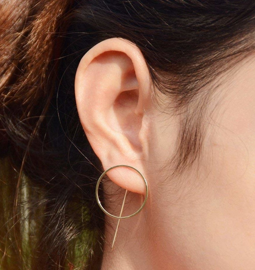 Round earring with straight pin in back