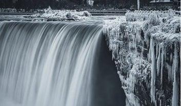 Una ola de frío convirtió las Cataratas del Niágara en un paraíso invernal y las fotos son impresionantes