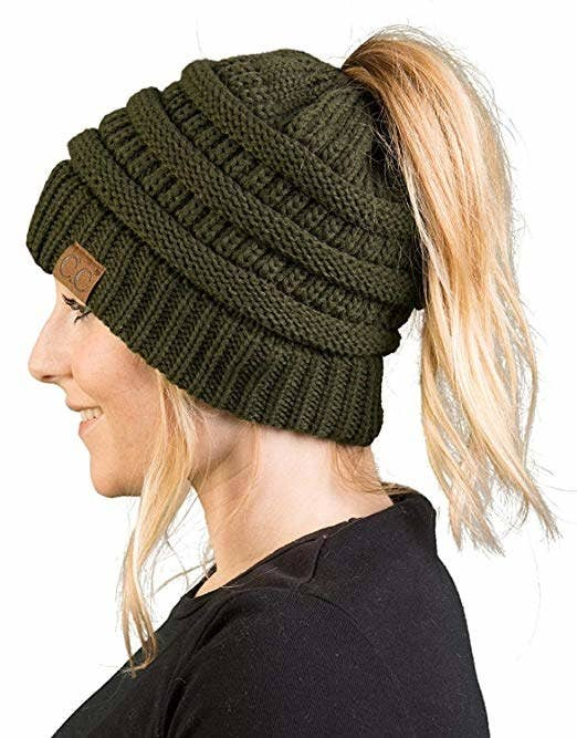 888341eea51046 A ponytail-friendly hat for those who swear by the pony but also need a warm  head, OK?!