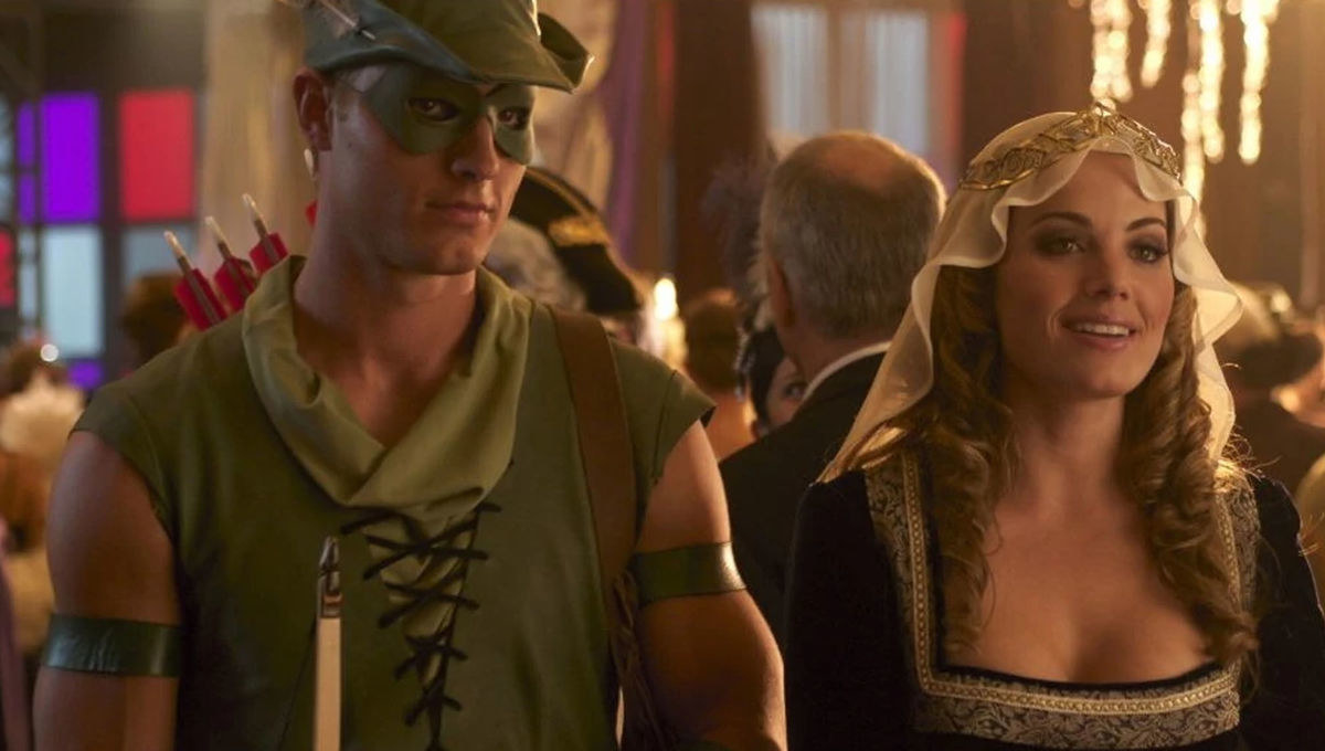 This Is Us  star Justin Hartley almost starred in the  Smallville  spinoff, Metropolis  . The series would've followed the lives of Hartley's Oliver Queen and Lois Lane.