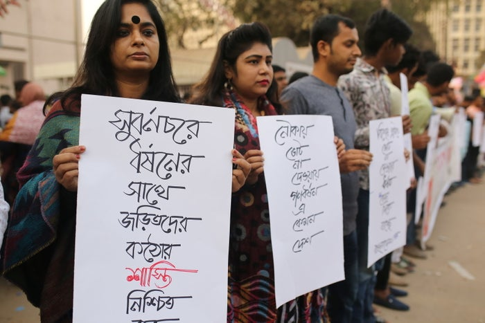 Bangladeshi students and activists form a human chain to protest a mother from Noakhali, in Dhaka, being gang-raped.