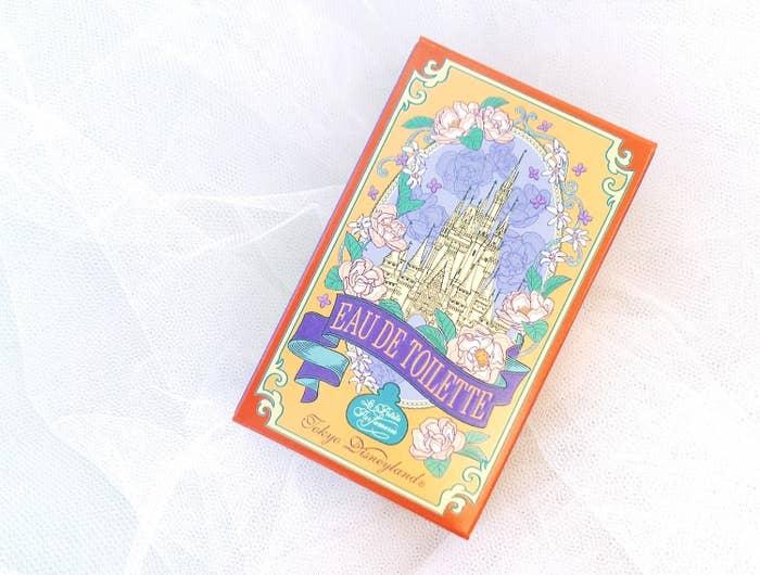 シンデレラ城がモチーフになっているオードトワレです。価格は2160円。