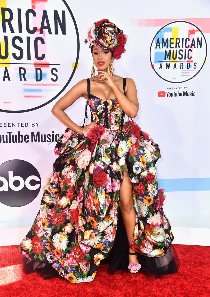She looked like a whole floral Caribbean goddess with this American Music Awards look.