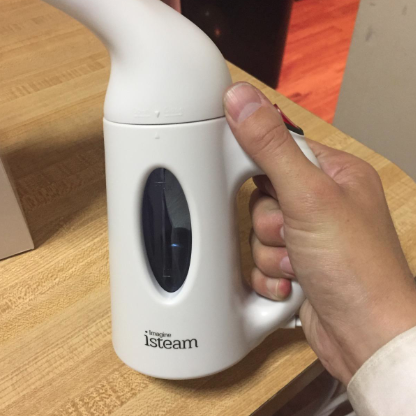 reviewer holding steamer