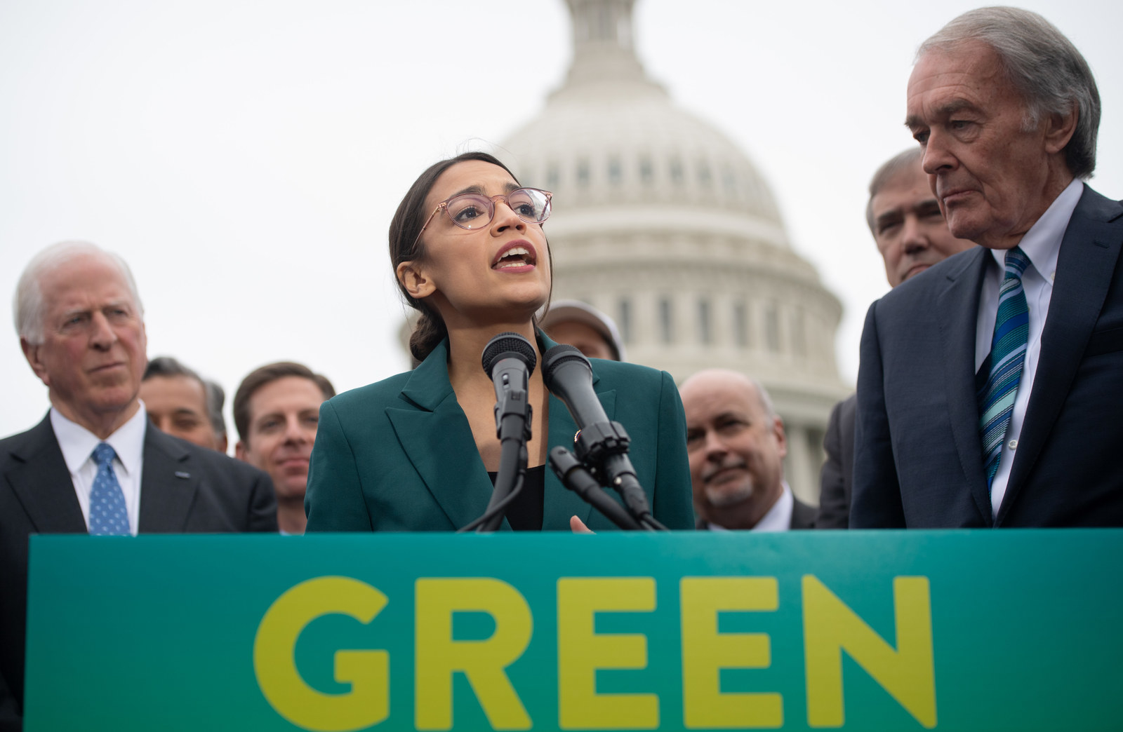 """Alexandria Ocasio-Cortez Got Dragged For Suggesting People Who Are """"Unwilling To Work"""" Should Get Paid. Advocates Say That's The Point."""