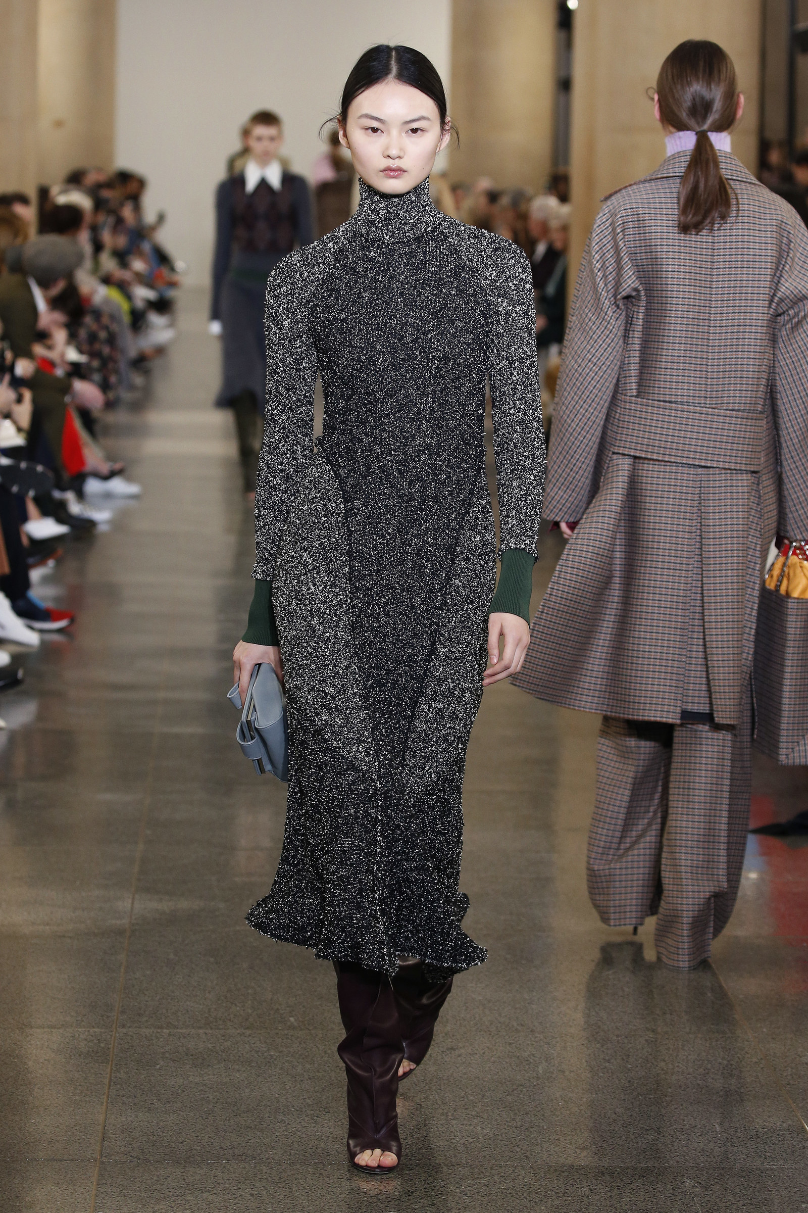 On Sunday, Victoria premiered her new collection at London Fashion Week.