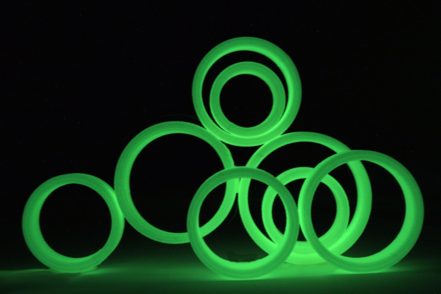 glow in the dark in rings in various sizes