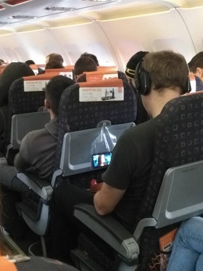 18 Hacks That'll Make Traveling 200% Easier