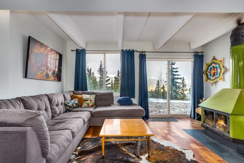 Two words: Mountain views. Oh, and a working fireplace. See the listing here.