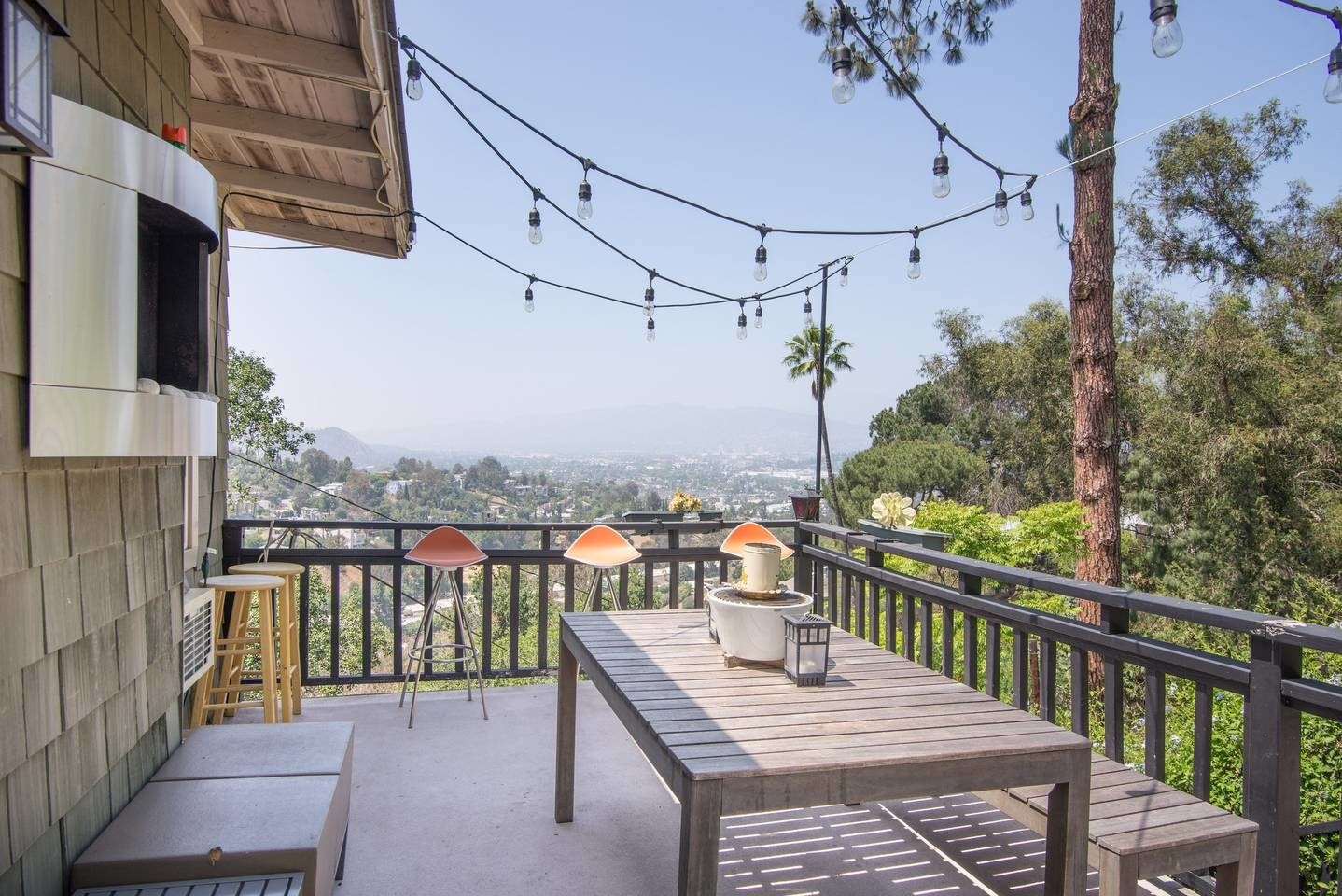 Set in L.A's hipster Echo Park neigborhood, this sun-drenched apartment is surrounded by trendy eateries, bustling bars, and colorful street art. See the listing here.