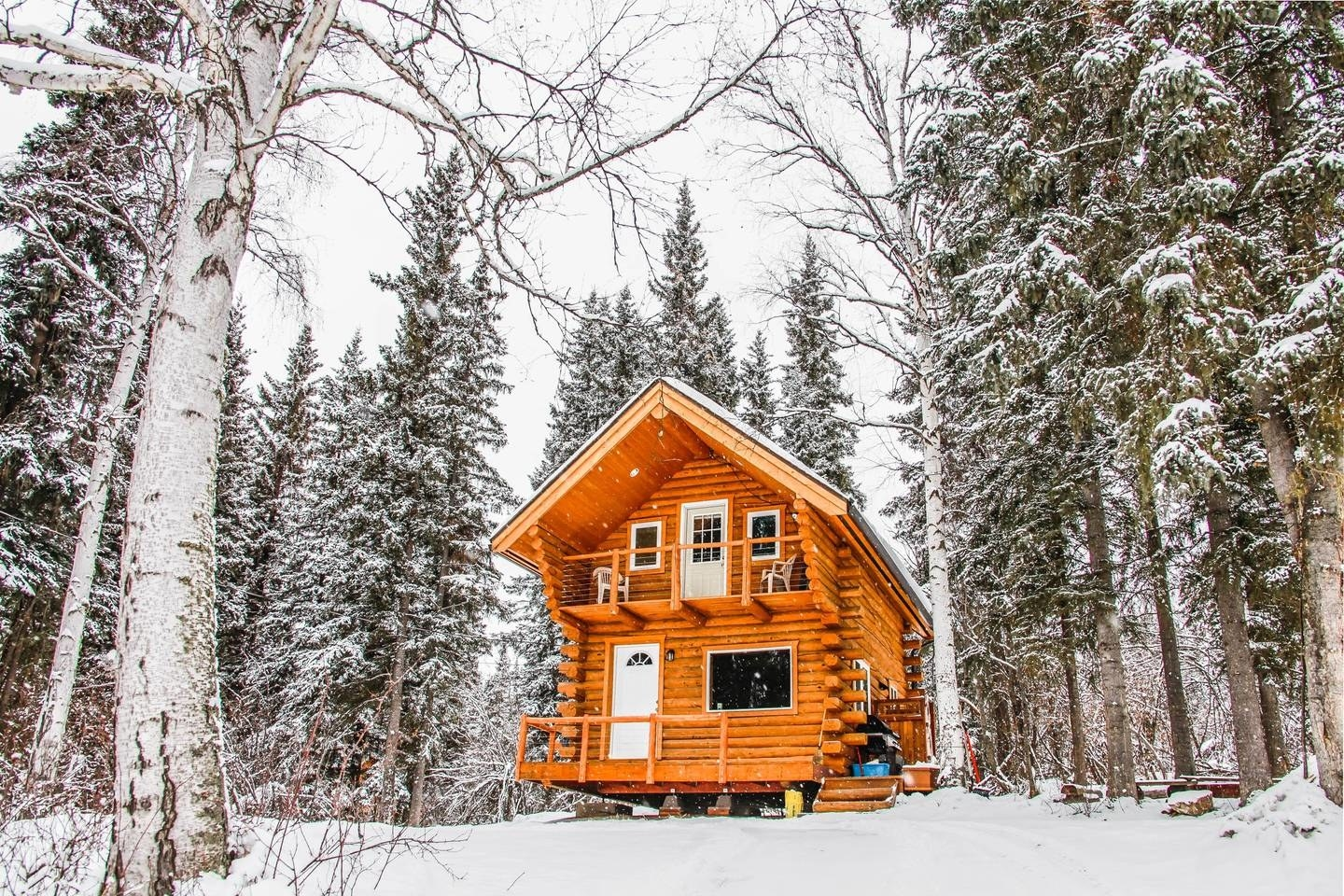 If you're looking to get off the grid, this Alaskan getaway is calling your name. P.S.: Can you imagine what the Northern Lights look like from here? See the listing here.
