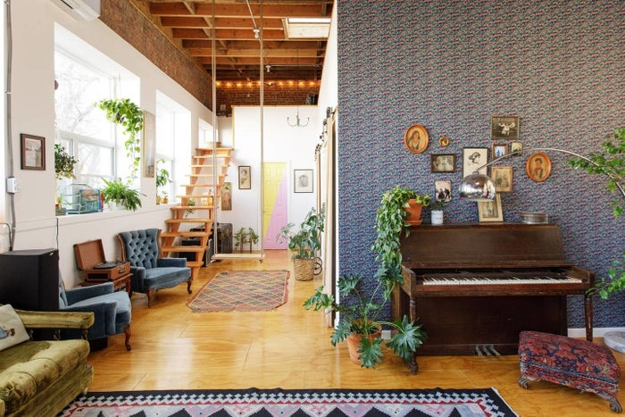 This loft in Bushwick is an ideal home base from which you can explore the best arts, culture, food, and nightlife around Brooklyn and Manhattan. See the listing here.