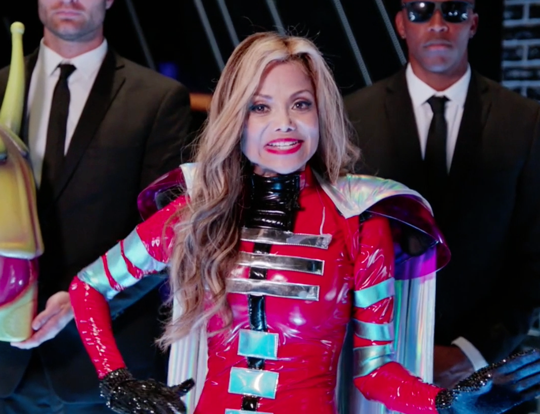 """La Toya Jackson was Alien - Biggest clue revealed:  When she said that """"anonymity is a completely alien concept"""" to her family and that she likes snakes."""