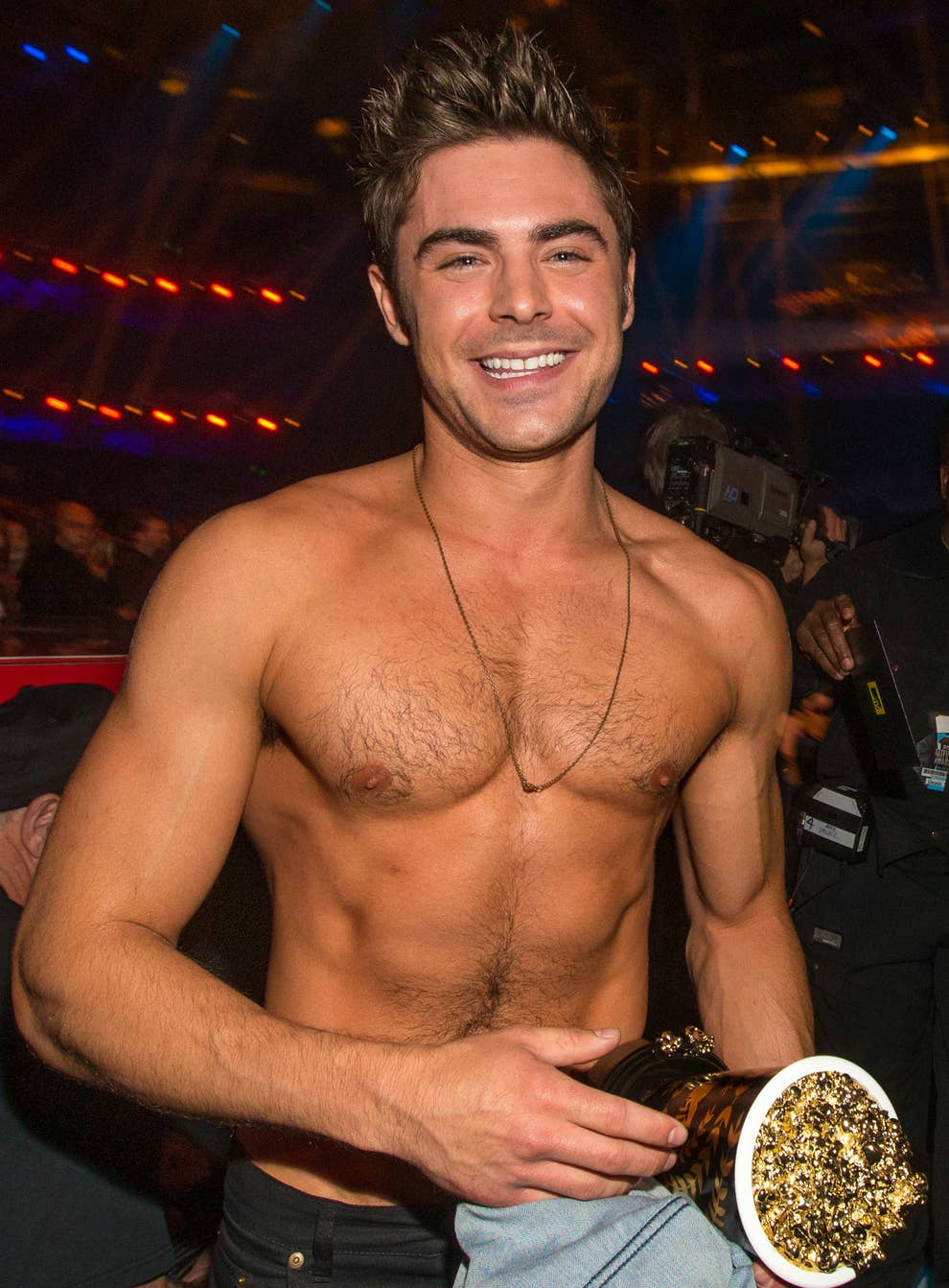 Alyssa Labelle Hot zac efron posted a picture with his brother and the internet