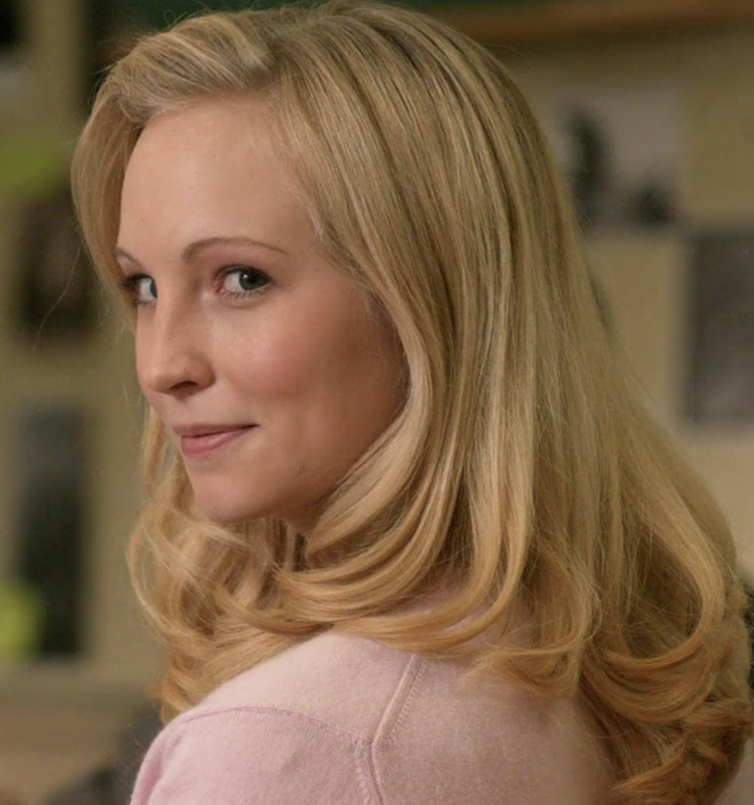 The Vampire Diaries  star Candice King appeared as Amanda, a girl that had a crush on Dean in high school.