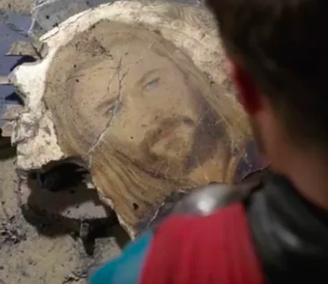 The rubble left by the Asgardian mural in Thor: Ragnarok foreshadows the injury Thor receives later.