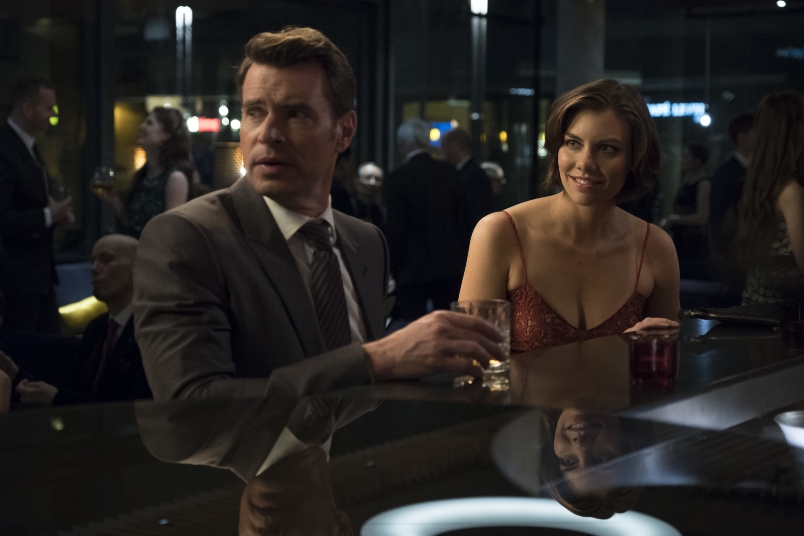 Scott Foley and Lauren Cohen's new series  Whiskey Cavalier  premiered this week. The show follows FBI agent Will Chase who is assigned to work with CIA operative Frankie Trowbridge on a cross-agency task force.