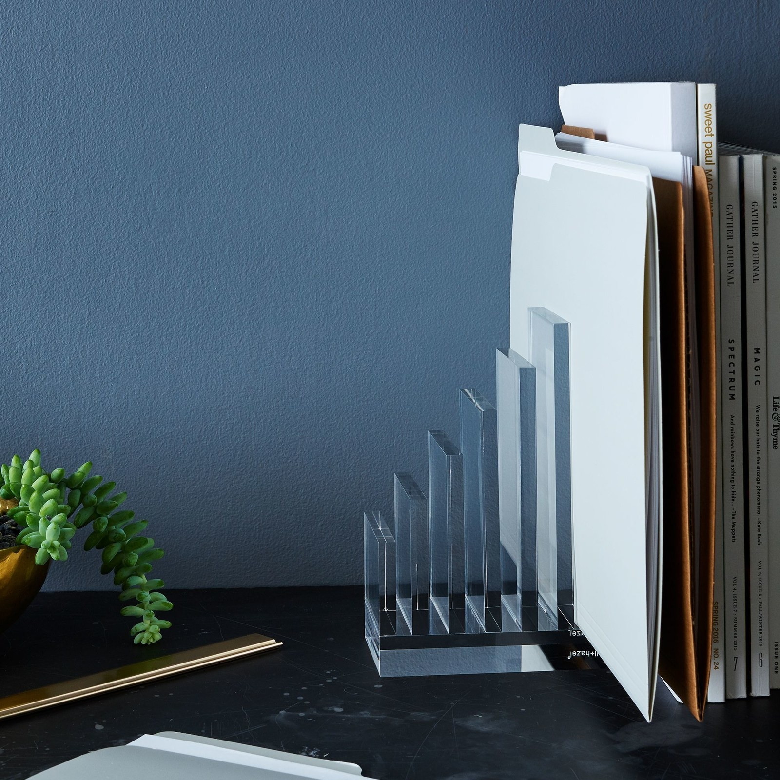 Collator bookend in acrylic material holding files and magazines