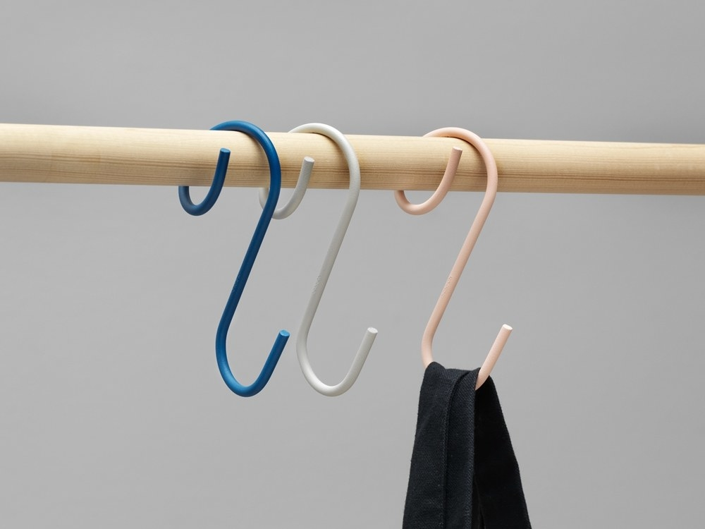Q-shaped hooks attached to rod in blue, white, and pink
