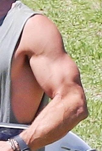 chris hemsworth bulge