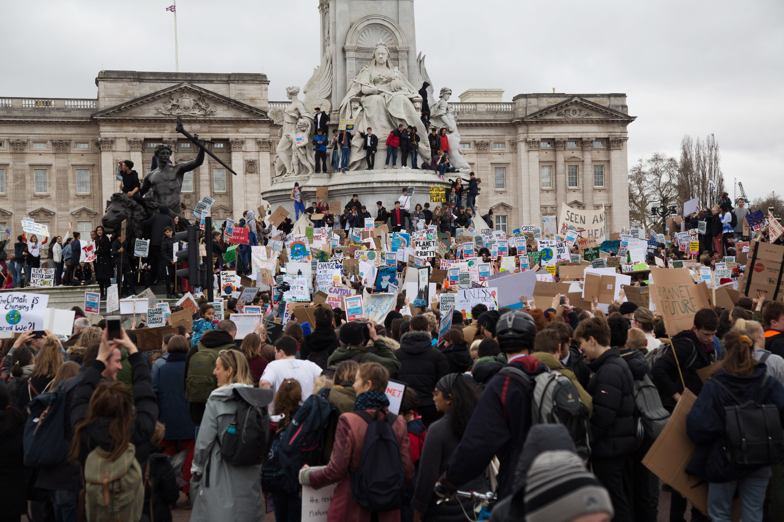 Teenagers Demanding Climate Change Reform Brought Central London To A Standstill After Taking Over Trafalgar Square